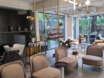 LiL Boutique & Holistic Salon