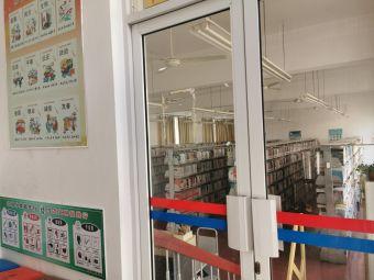 堡镇社区文化活动中心图书室