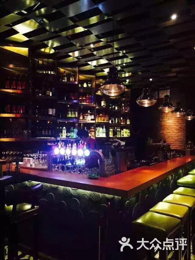 brownstone tapas & lounge(布朗石西班牙餐厅酒吧)