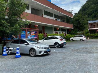 峰林胜景停车场