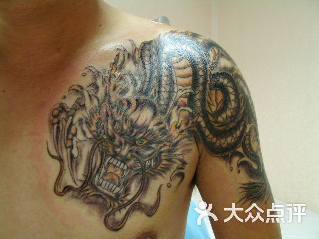 过肩龙纹身图片