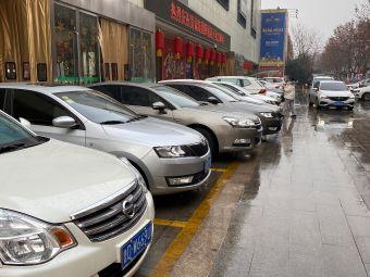 贵诚购物中心停车场