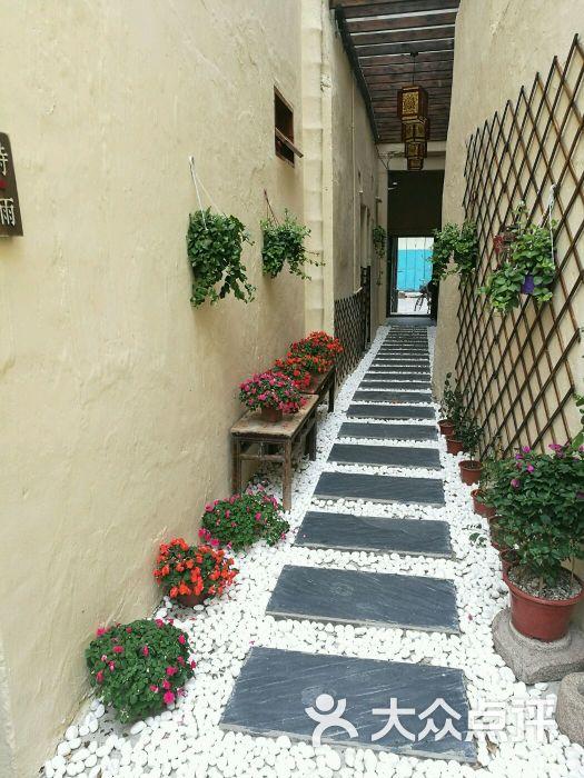 小院楼梯装修效果图