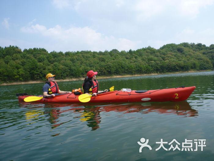 千岛湖湖人皮划艇俱乐部全运会地址赛艇图片