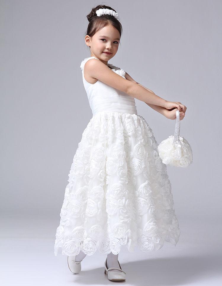 关于儿童礼服裙公主裙,它是专为小女孩量身定做的且可以表现孩子气质的一种礼服裙。如果说您的女儿是一个腼腆羞涩的女孩子的话,我们就会为她挑上一条偏粉色系的大裙摆的芭比款的公主裙;如果您的女儿是一个调皮活泼的女孩子的话,我们就会为您的女儿选上一条可爱蝴蝶精灵的小短裙的公主裙;如果您的女儿是一个可爱的胖女孩的话,我们就会为她量身设计一条水果装饰的清新的公主裙。关于儿童礼服裙公主裙的具体设计:偏粉色系的大裙摆的芭比款的公主裙,总体是粉色甜美的色调,娃娃的圆领,褶皱的袖领,修身的腰系,五彩水晶装饰着褶皱的裙摆,再配上