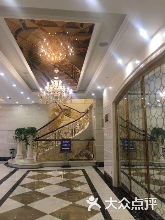 家居酒店起居室设计装修525_700竖版竖屏女室内设计师结婚后图片