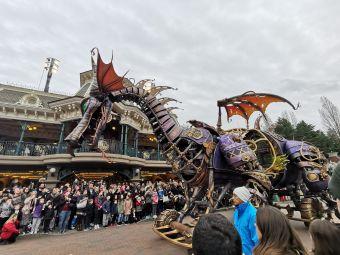 Mickey Presents:Happy Anniversary Disneyland Paris