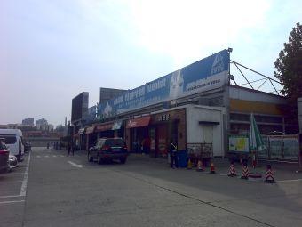 潍坊服务区·停车场