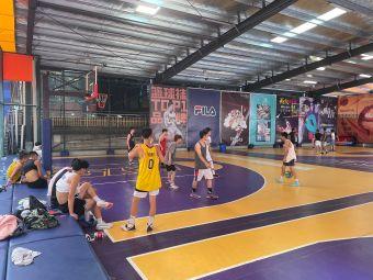 哨音篮球公园