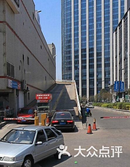 家乐福顾客购物停车场入口图片 - 第12张