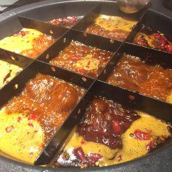 工虾滑,每次吃火锅都会必点的一道菜,摆盘是两个爱心特别好看,
