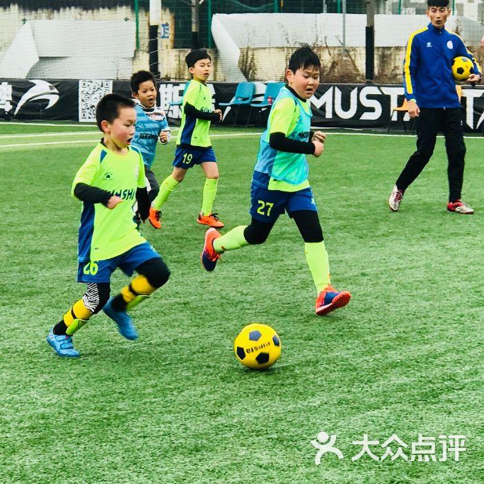 儿童足球训练_怎样系统训练足球_儿童足球灵敏性训练