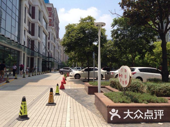 红房子妇产科医院停车场-图片-上海爱车