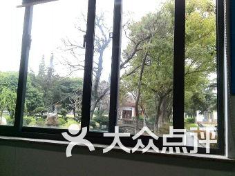 上海师范大学附属外国语中学足球场
