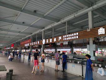 火车头万人海鲜广场停车场
