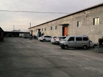 涞源北服务区停车场