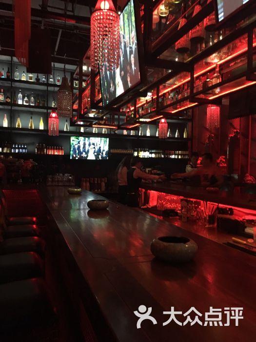 青岛中联广场酒吧