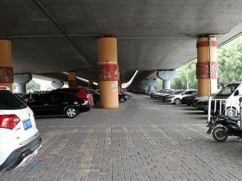 明仁苑-停车场