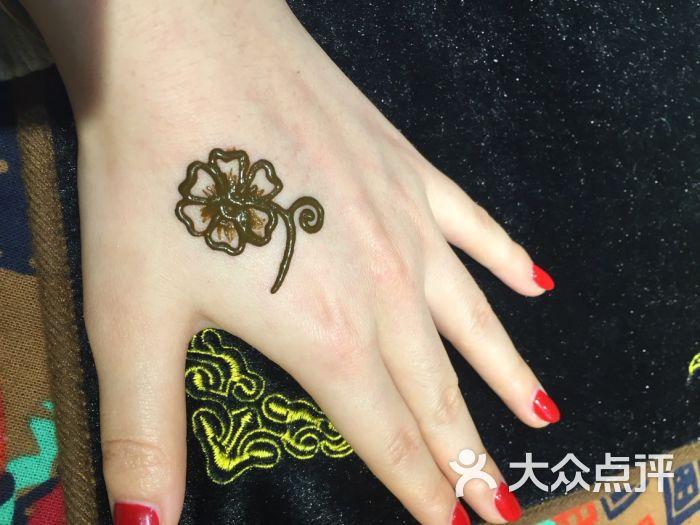 赋美·印度海娜手绘纹身(中贸广场店)赋美·印度海娜手绘纹身(东大街