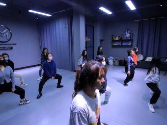 主旋律舞蹈工作室