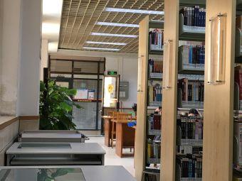 苏李秀英图书馆