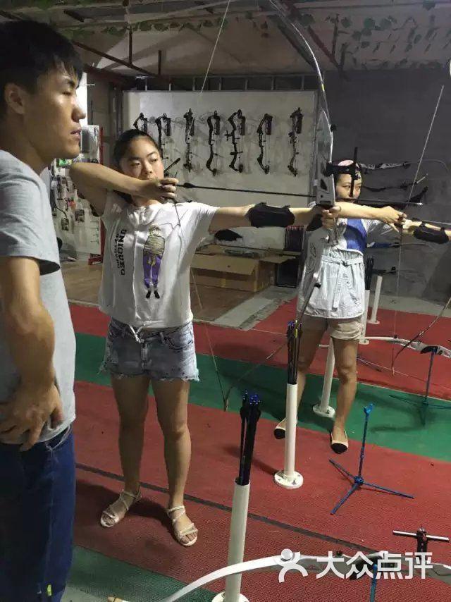 飞鸟图片健身俱乐部-一起玩体育-上海射箭射击弓变则运动图片
