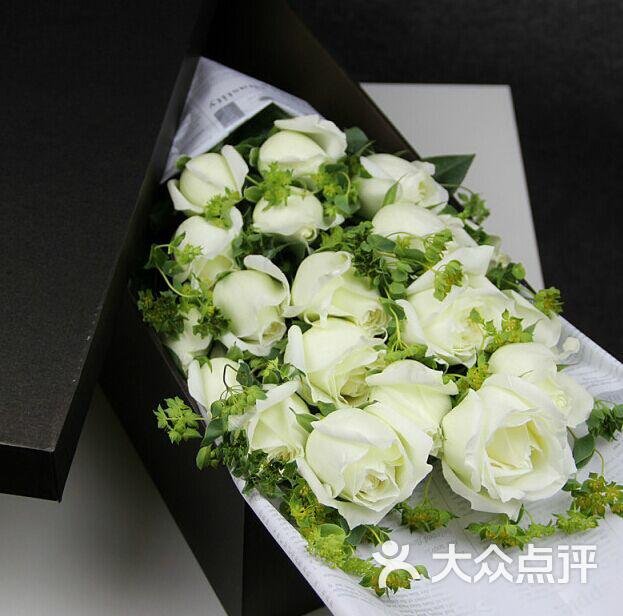 那时花开玫瑰花店11朵欧式包装香槟玫瑰图片-null