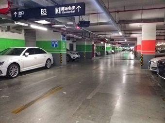 綠地繽紛城停車場