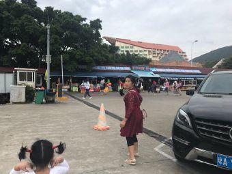 亚龙湾国家旅游度假区中心广场停车场