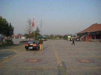 正定服务区停车场