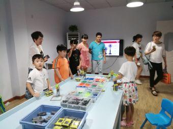 威威机器人四季菁华教学中心