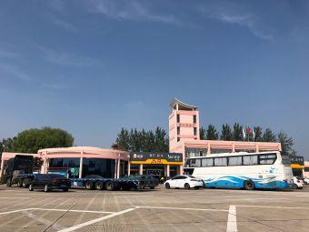 港头服务区停车场