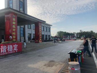淮安六洞服务区停车场