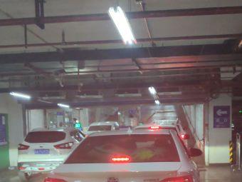乌鲁木齐火车站高铁站北广场地下停车场