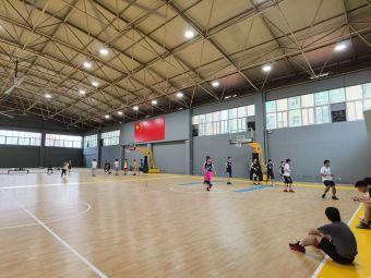 铂翎篮球俱乐部