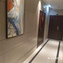 楼间距宽,不遮阳很棒 入户大厅很宽敞气派贴的由瓷砖,但楼上没有贴.图片