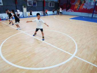 雷霆篮球训练营