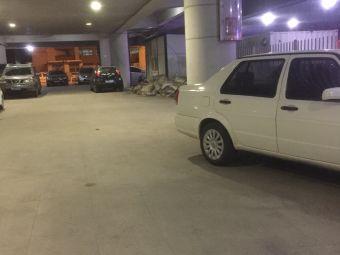 唐山站西广场-停车场