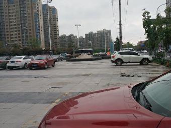 凯迪城停车场