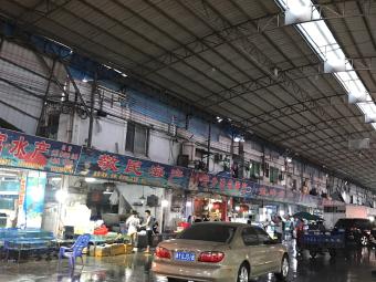环球水产市场-停车场