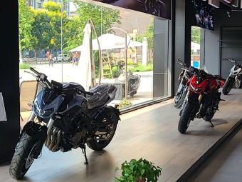 QJ摩托车成都形象店