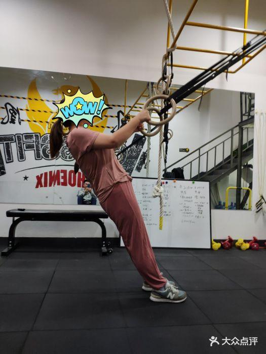 是个健身工作室,每天固定时间有几节课,都.-凤