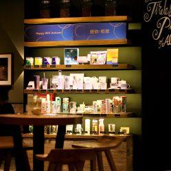 咖啡厅  星巴克(经开万达店)  坐标万达一楼,是家星巴克甄选店,店铺图片