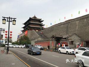 城墙带状公园-大同古城墙广场停车场