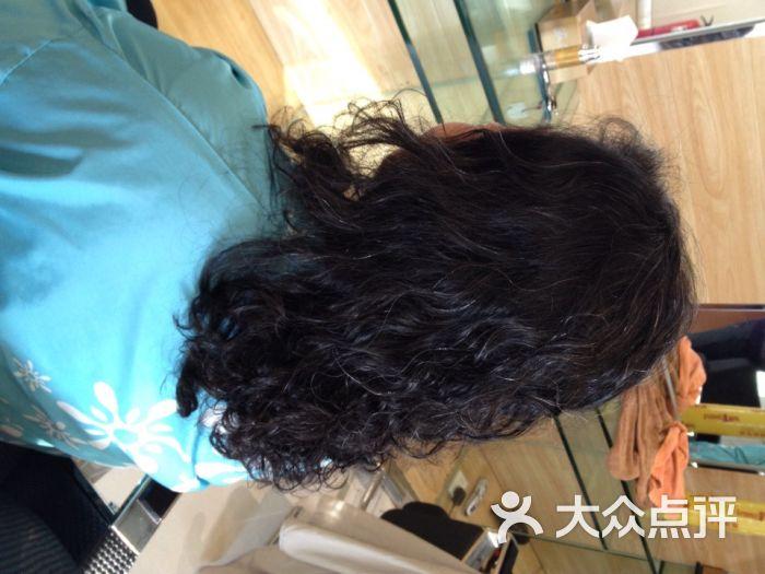 烫发对头发的伤害有多大?烫发的频率最好是多少?图片
