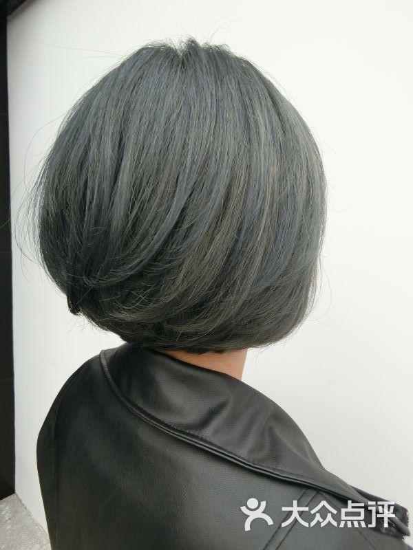 发型师:                      图片