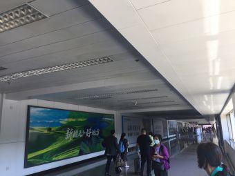 """空港客运枢纽站""""机场快线""""售票处"""