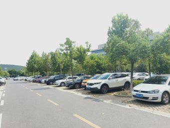 东湖高新区政务中心2号停车场