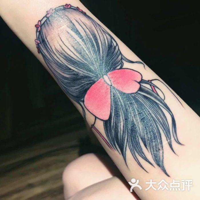 清新美女背影纹身