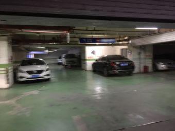 中天未来方舟停车场